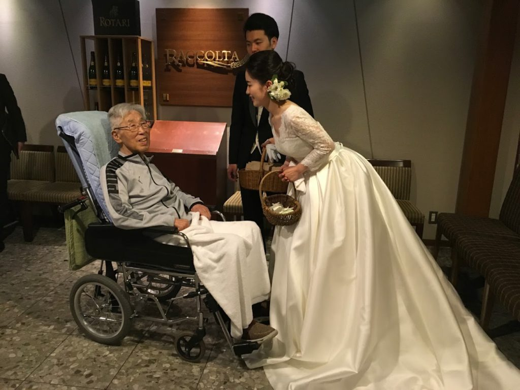 初孫の結婚を祝いに外出サポート